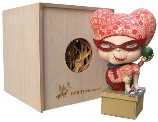 """Blind Fly Figurine (4""""), Limited edition 600 pieces © Carrie Chau"""