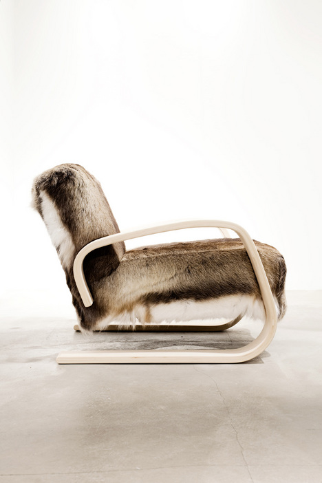 HR_Artek_Armchair_400_upholstered_with_reindeer_hide_2_photo_David_Lundberg.jpg