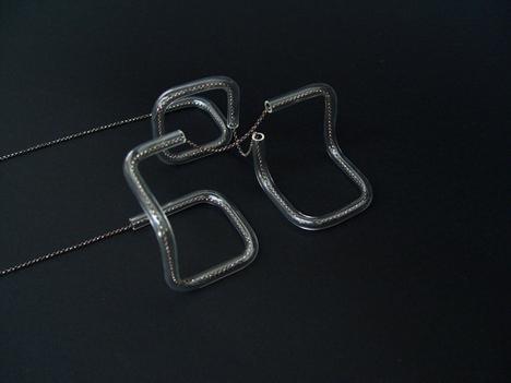 GlassTubeNecklaceTriple002.jpg