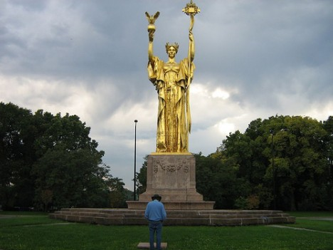 Daniel Chester French&#039;s The Republic in Jackson Park, Chicago. Photo: &lt;a href=http://www.flickr.com/photos/37623267@N00/ target=new&gt;Jonah H&lt;/a&gt;