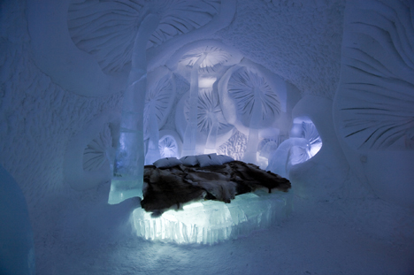 © ICEHOTEL. Photo: Big Ben productions. Artist: Viktor Tsarski & Liliya Pobornikova