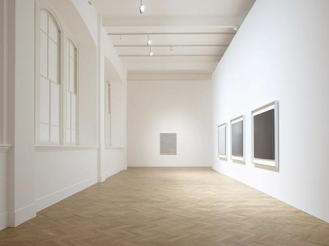 Installation view of Rothko/Sugimoto: Dark Paintings and Seascapes. Pace London, 2012. Photo Courtesy Pace London © 1998 Kate Rothko Prizel and Christopher Rothko / Artist Rights Society, New York (ARS) Courtesy Pace Gallery © Hiroshi Sugimoto, Courtesy Pace Gallery