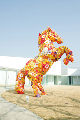 Flower Horse - Jeonghwa Choi © Towada Art Center