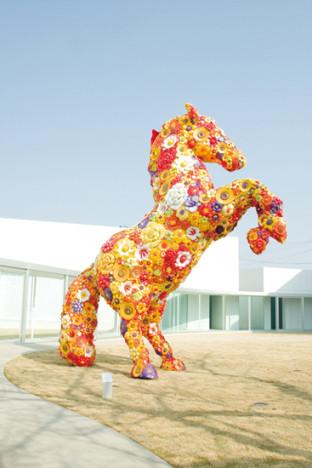 Flower Horse, Choi Jeong-Hwa  © Towada Art Center