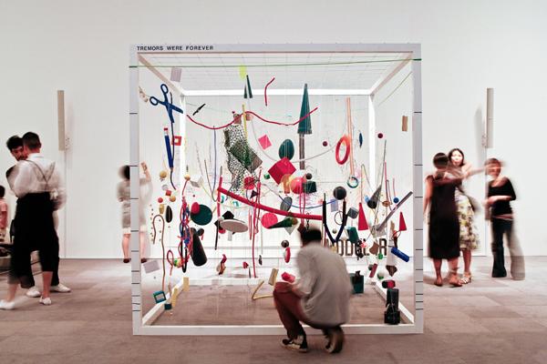 http://www.shift.jp.org/ja/archives/2008/10/09/7_CorbusierMori_SebastianMayer.jpg