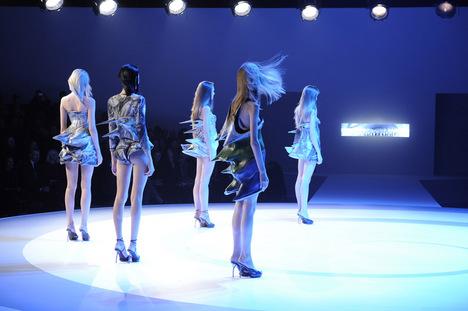 フセイン・チャラヤン展「ファッションにはじまり、そしてファッションへ戻る旅」