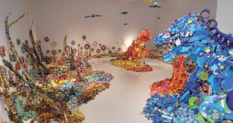 藤浩志の美術展セントラルかえるステーション「なぜこんなにおもちゃが集まるのか?」