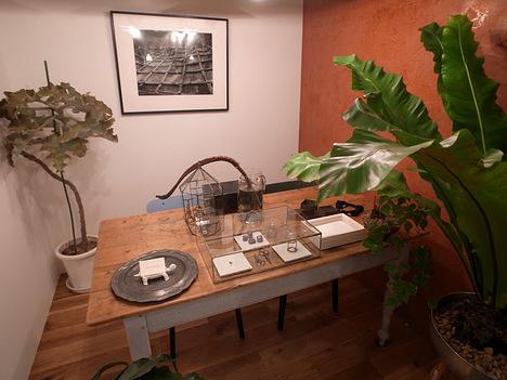 desk_room.JPG