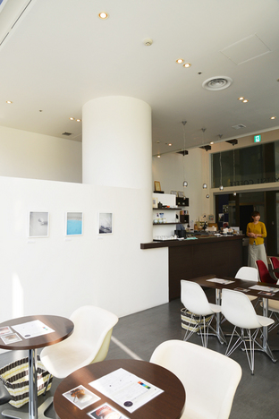 """LIVING WITH ART"", Tokumitsu Coffee, Odori Bisse Photo: Machi Seisakushitsu Co., Ltd."
