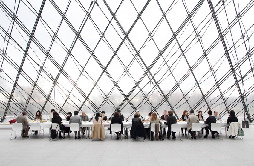 [アートフェア札幌2013 特別企画] 「モエレで朝食を」モエレ沼公園内「ガラスのピラミッド」 写真:小牧寿里