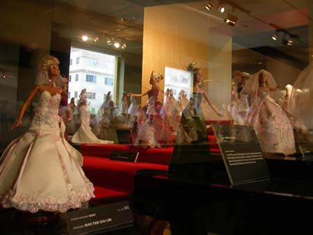 BRIDAL FASHION IN MINIATURE