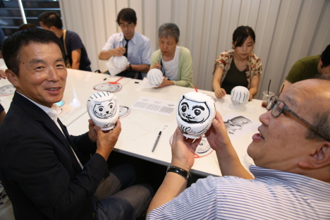 Merlion Daruma Workshop (credits to STB)