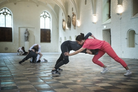 "Cally Spooner, ""On False Tears and Outsourcing"" – dancers responsible for delivering self-organized efforts to resolve difficult and time-consuming issues ""go the distance"" across multiple overlapping phases using appropriated competitive strategies and appropriated intimate gestures, 2015. Installation view: Vleeshal Markt, Middelburg, the Netherlands. Courtesy Vleeshal Markt, Middelburg, the Netherlands. Photo: Anda van Riet"