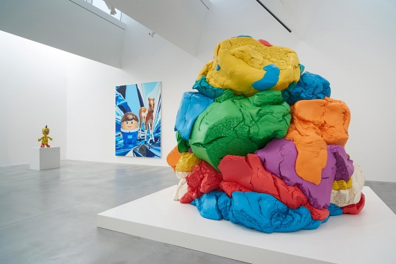 Jeff-Koons-gallery-photo-by-prudence-cuming-associates-victor-mara-ltd